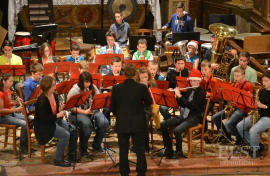 l-orchestre-junior-sous-la-direction-de-stephane-bournez-a-debute-le-concert-de-noel-1450815922