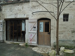 cave-nikos-facade