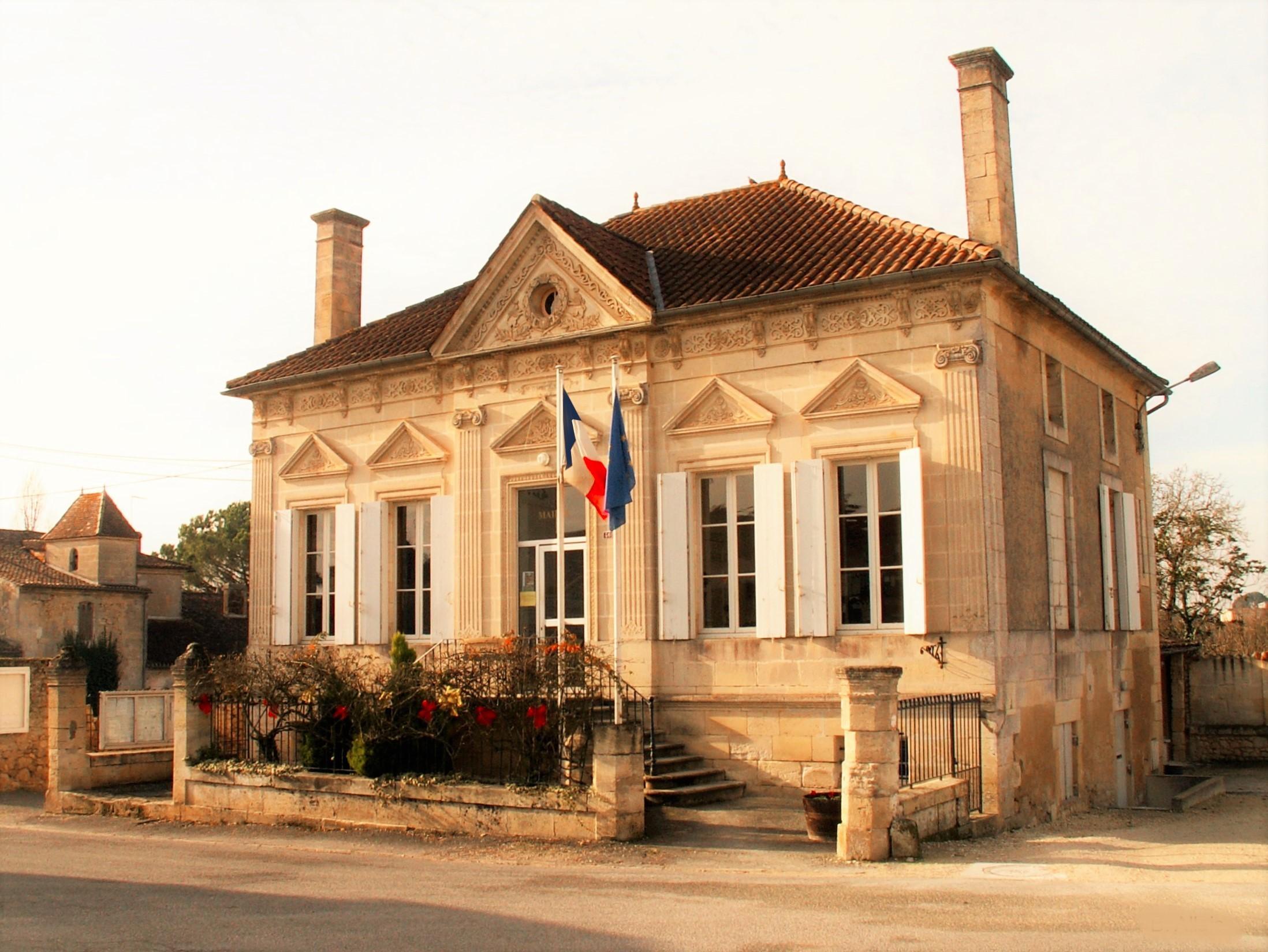 mairie-de-saint-quentin-de-baron