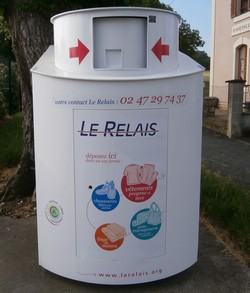 photo-de-la-borne-de-collecte-le-relais-a-rivarennes