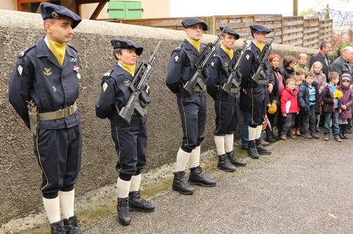 ceremonie-11-novembre-bellegarde-poussieu-le-piquet-dhonneur