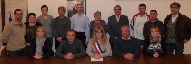 le-conseil-municipal-lors-de-lelections-du-maire-et-des-adjoints-le-28-mars-2014