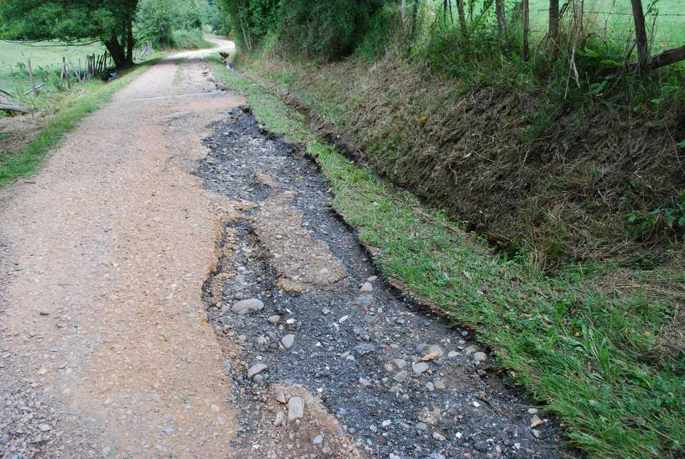 le-chemin-mauvais-endommage-dans-sa-partie-basse-par-lorage-du-23-juillet