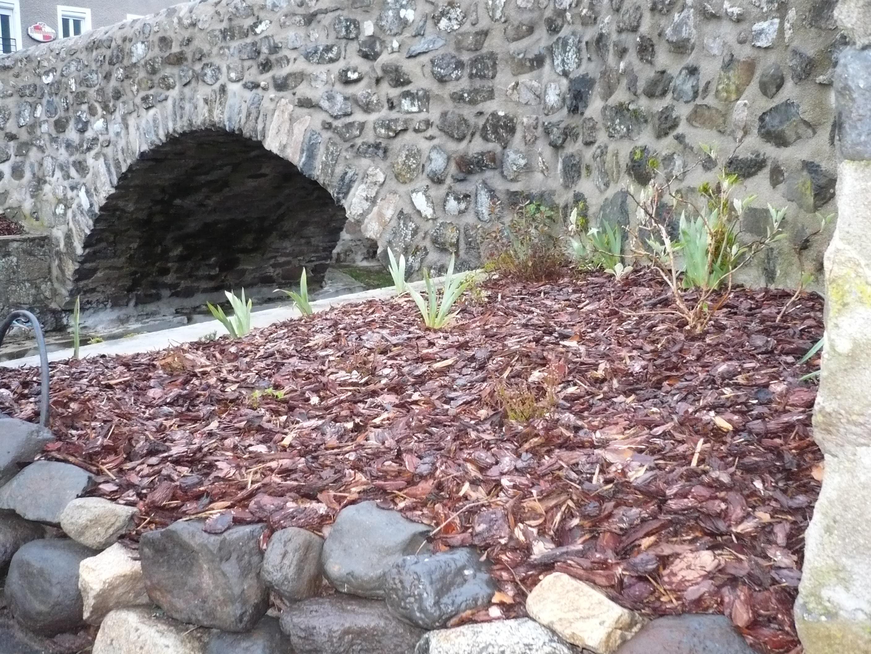 travaux-fleurissement-place-de-la-fontaine