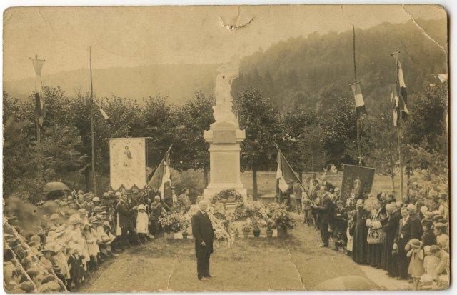 ceremonie-au-monument