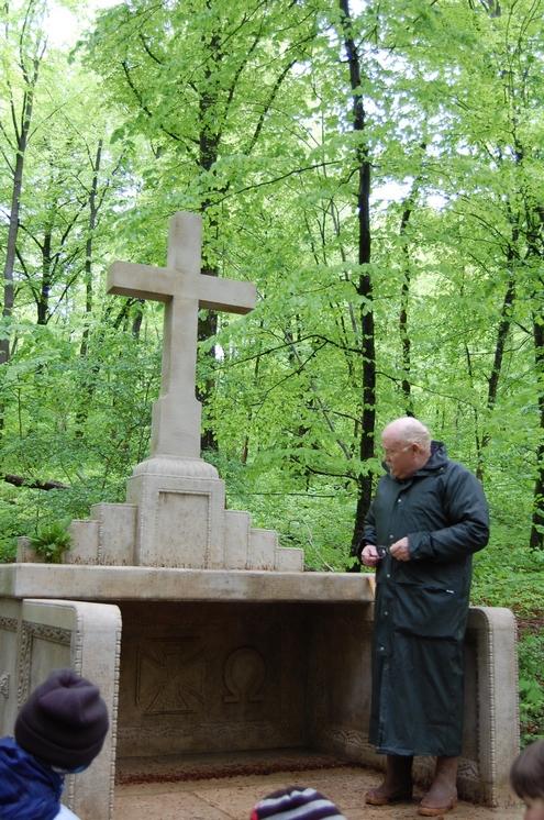 explications-donnees-par-martial-talfournier-sur-lhistoire-de-lautel-allemand