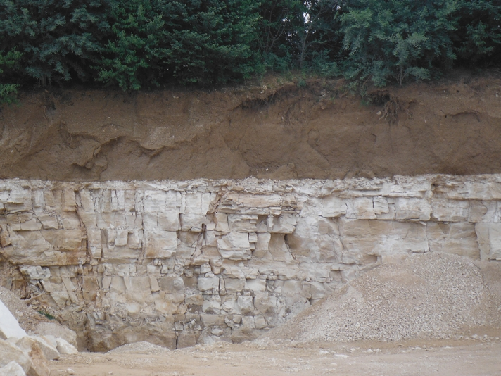 sous-la-terre-la-roche