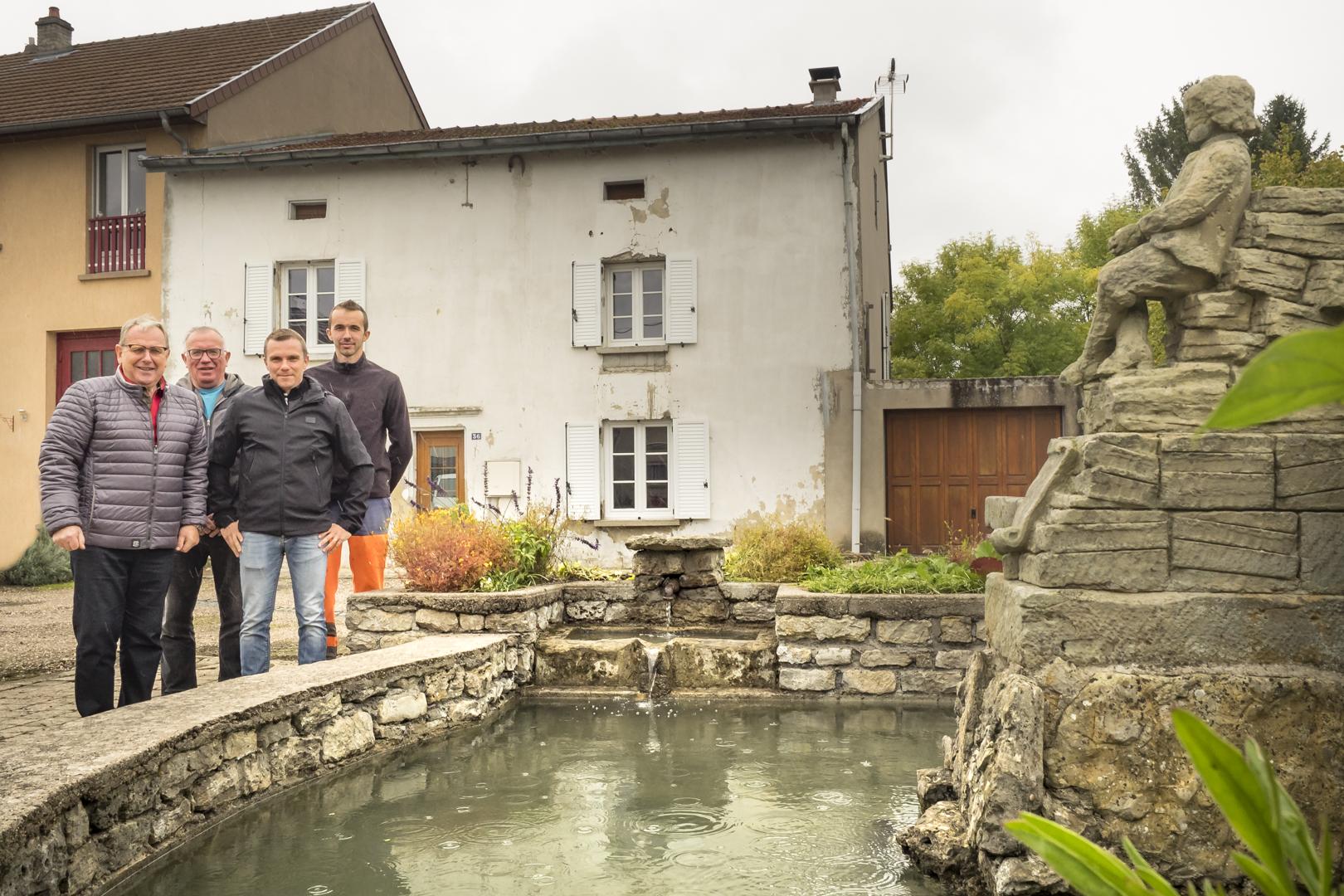 2017-10-fontaine-a-lenfant-de-teting-sur-nied
