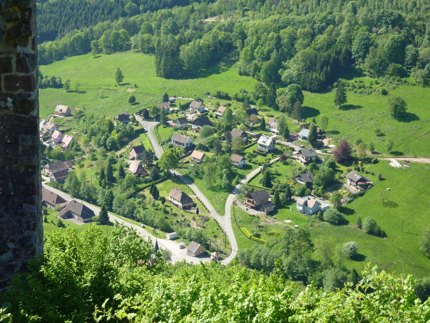 vue-du-lotissement-depuis-le-chateau-du-bilstein