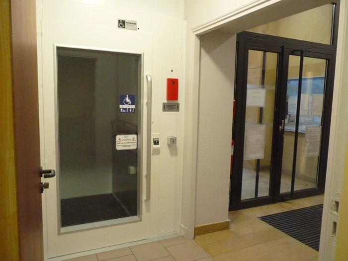 travaux-2016-accessibilite-011-elevateur-pmr-dans-la-mairie