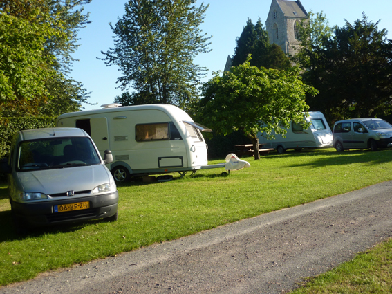 le-camping-le-clos-vert-propose-15-emplacements-ombrages