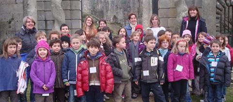 les-enfants-visitent-le-chateau-jpg