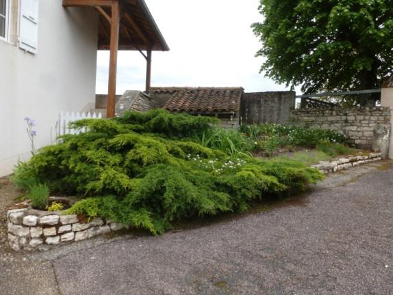 jardin-sec-de-la-mairie-avant