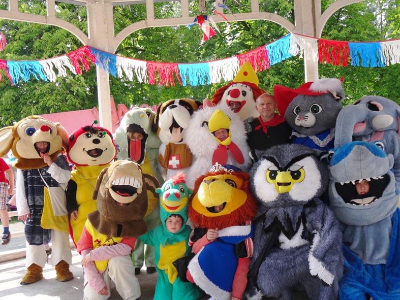 les-mascottes-au-kiosque